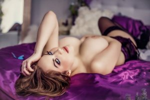Anahide incall escort in Lawrenceburg and sex parties