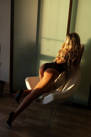 Viollette live escort in Delavan
