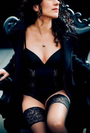 Maximilia independent escort and speed dating